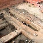 Badania archeologiczne w 2008 r. Wykopy w centrum dziedzińca zamkowego